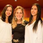 رانا فرماوي مع الأختين في يوم الافتتاح