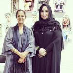 الدكتورة ميثاء الهاملي مع الفنانة التشكيلية سلوى زيدان