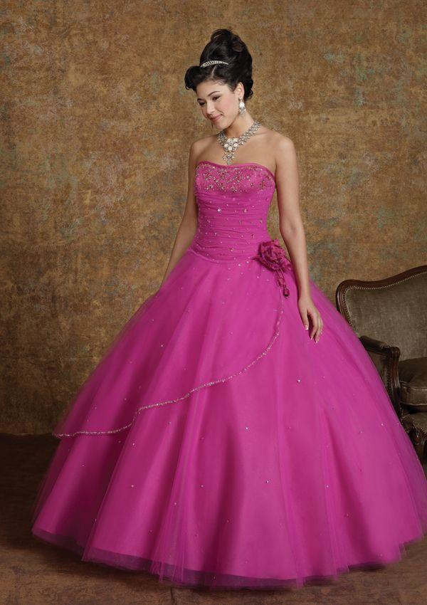 c891ed92f Freesia - ١٠ نصائح عند إختيار فستان الخطوبة